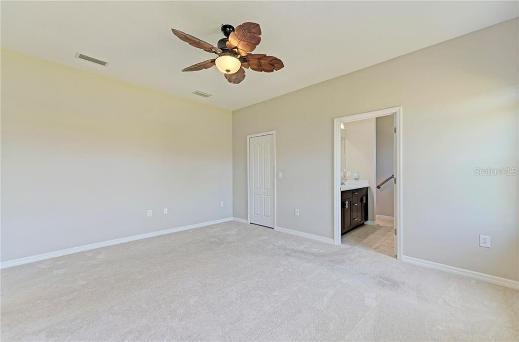 Large walk-in closet in the master bedroom. - Single Family Home for sale at 141 Avens Dr, Nokomis, FL 34275 - MLS Number is D6100104