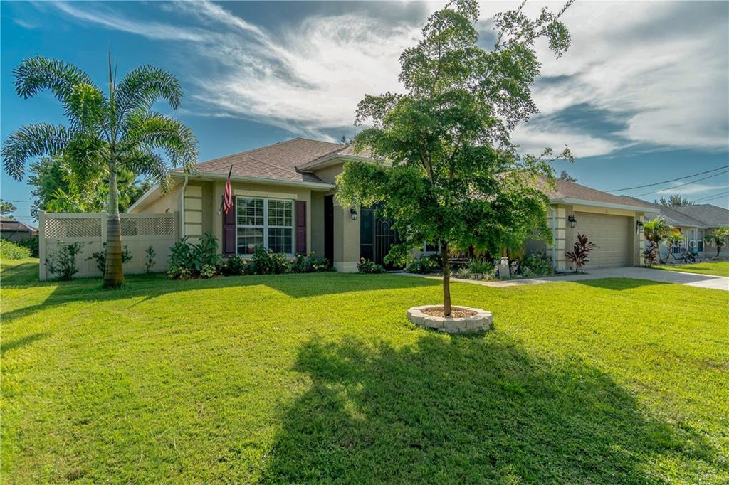 Nice curb appeal. - Single Family Home for sale at 71 Mariner Ln, Rotonda West, FL 33947 - MLS Number is D6101950