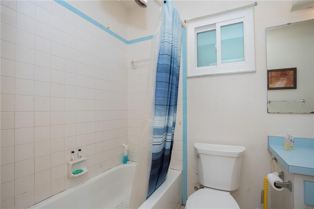 Bathroom 2 with a tub/shower combo - Single Family Home for sale at 140 Church Ave, Englewood, FL 34223 - MLS Number is D6111951