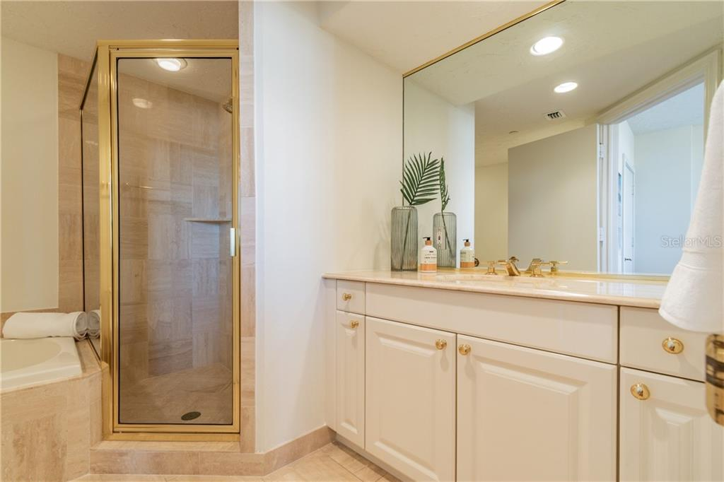 BATH IN 2ND BEDROOM - Condo for sale at 1281 Gulf Of Mexico Dr #304, Longboat Key, FL 34228 - MLS Number is T3121789