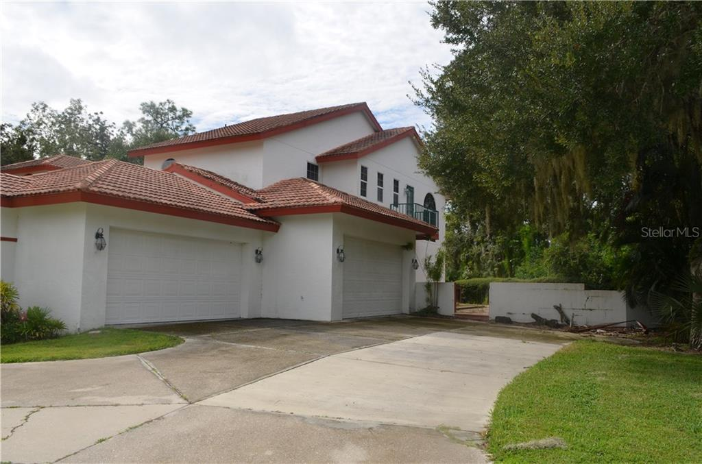 Single Family Home for sale at 10206 Clubhouse Dr, Bradenton, FL 34202 - MLS Number is T3132327