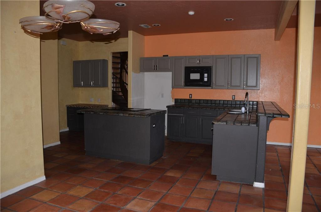 Custom kitchen - Single Family Home for sale at 10206 Clubhouse Dr, Bradenton, FL 34202 - MLS Number is T3132327