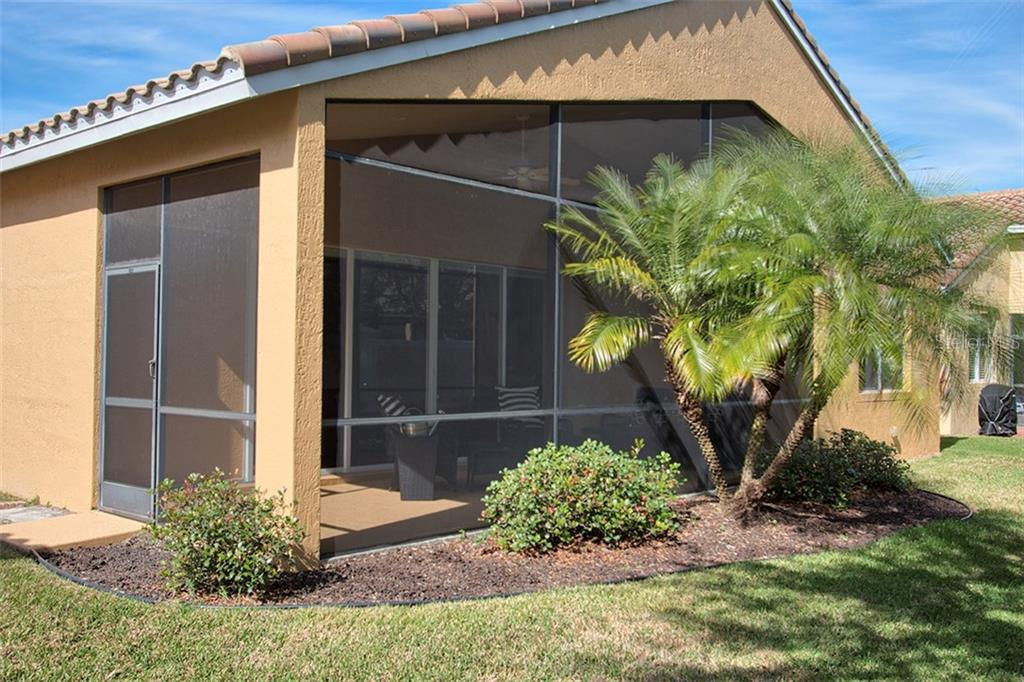 Single Family Home for sale at 6423 43rd Ct E, Sarasota, FL 34243 - MLS Number is U7848314