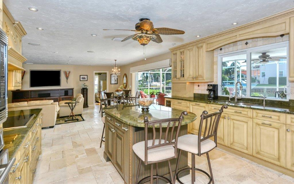 Single Family Home for sale at 548 Cutter Ln, Longboat Key, FL 34228 - MLS Number is U8101347