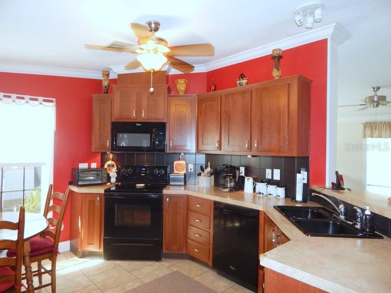 Tile back splash - Manufactured Home for sale at 11 Holland Ave, Punta Gorda, FL 33950 - MLS Number is C7401035