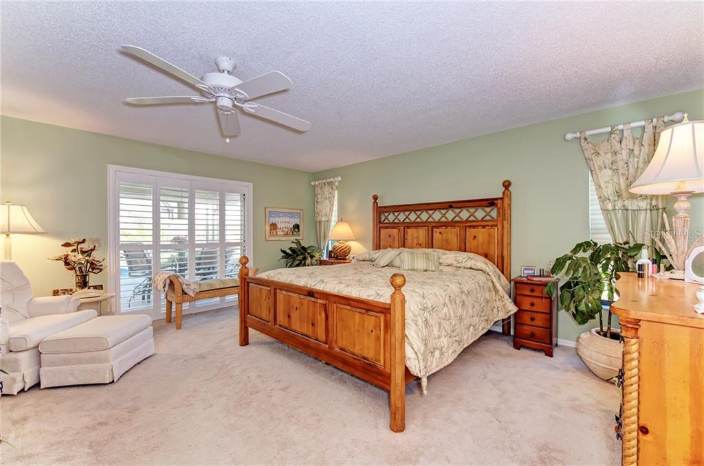 Single Family Home for sale at 556 Warwick Ct, Venice, FL 34293 - MLS Number is C7410784