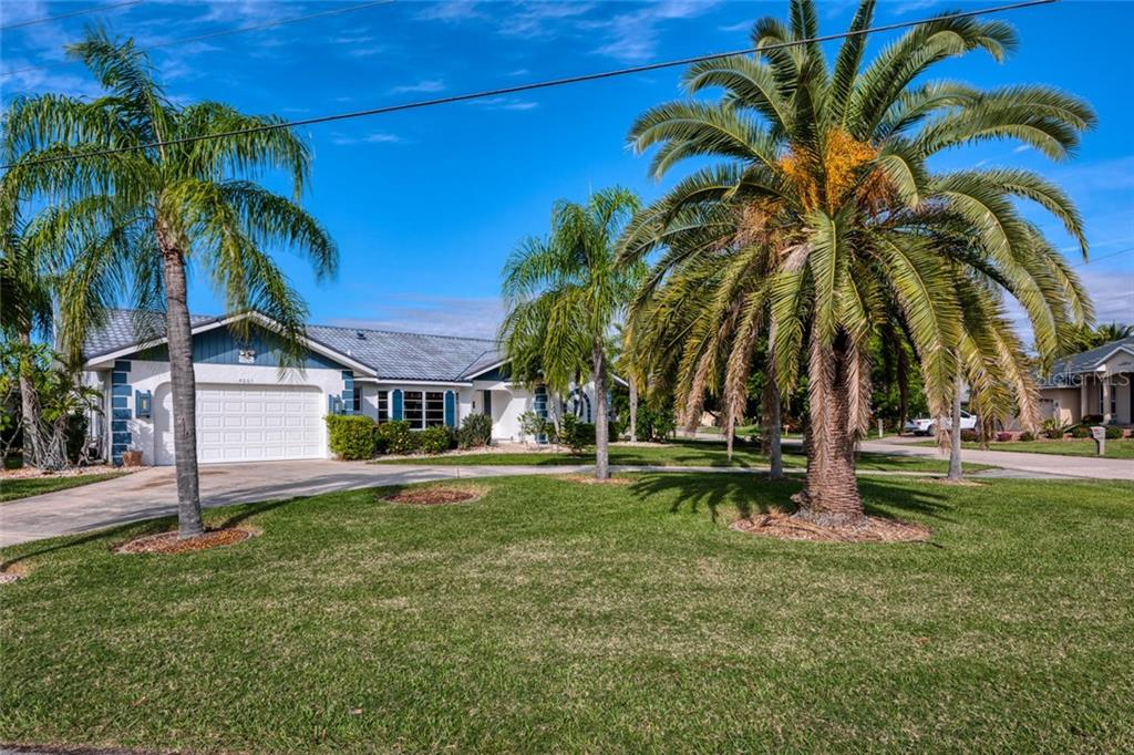 Circular drive for ease of entering home from Los Alamos or Captiva - Single Family Home for sale at 5001 Captiva Ct, Punta Gorda, FL 33950 - MLS Number is C7422558