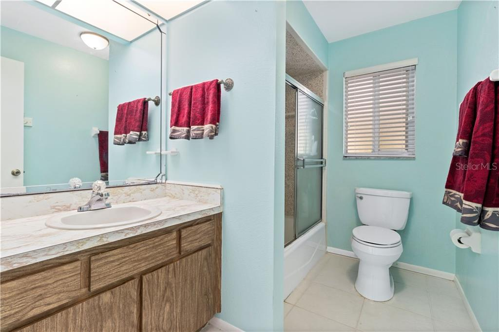 Hall bath 2 between secondary bedrooms with tub/ shower combo - Single Family Home for sale at 415 Caicos Dr, Punta Gorda, FL 33950 - MLS Number is C7422767