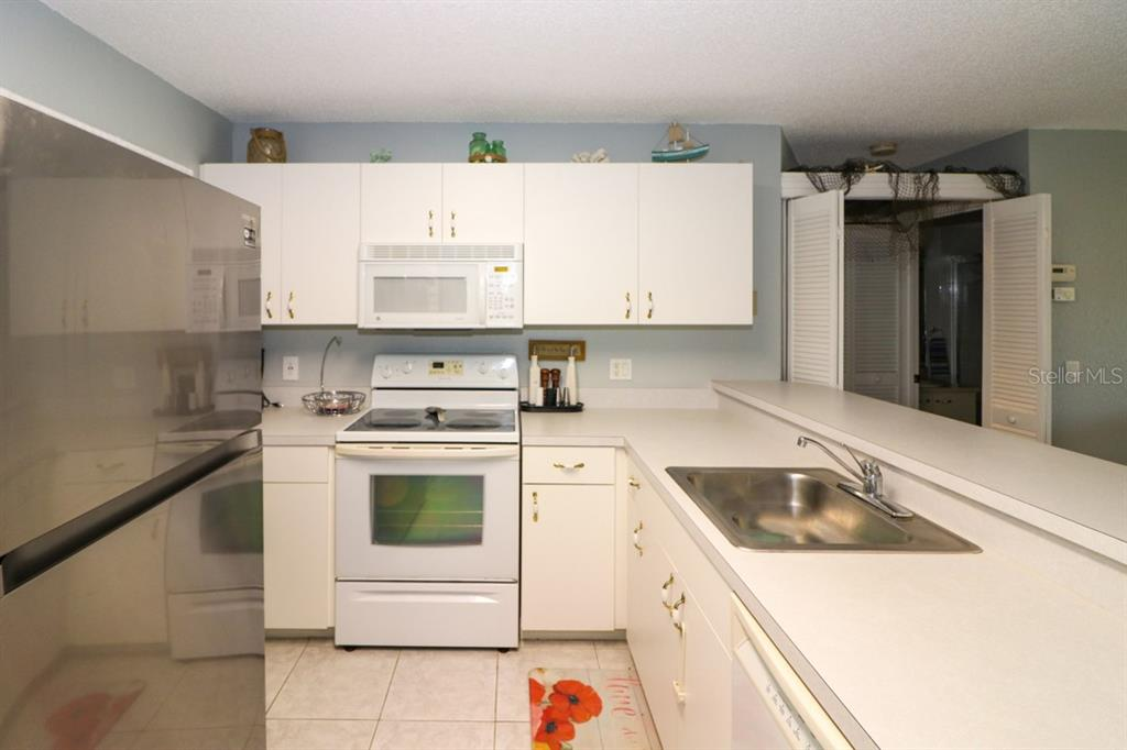 White crisp cabinetry - Condo for sale at 25100 Sandhill Blvd #M201, Punta Gorda, FL 33983 - MLS Number is C7433797