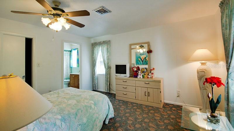 Bedroom 2 - Single Family Home for sale at 4905 Swift Rd, Sarasota, FL 34231 - MLS Number is A4144451