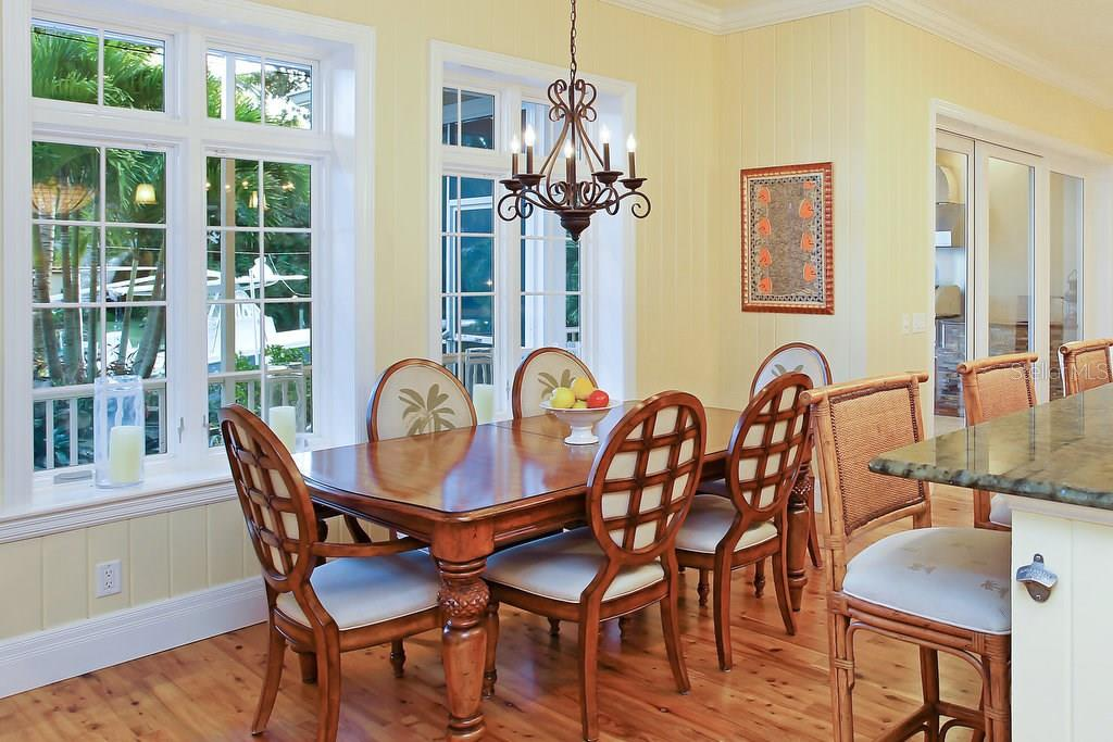 Casual dining area in kitchen - Single Family Home for sale at 1208 Northport Dr, Sarasota, FL 34242 - MLS Number is A4145410