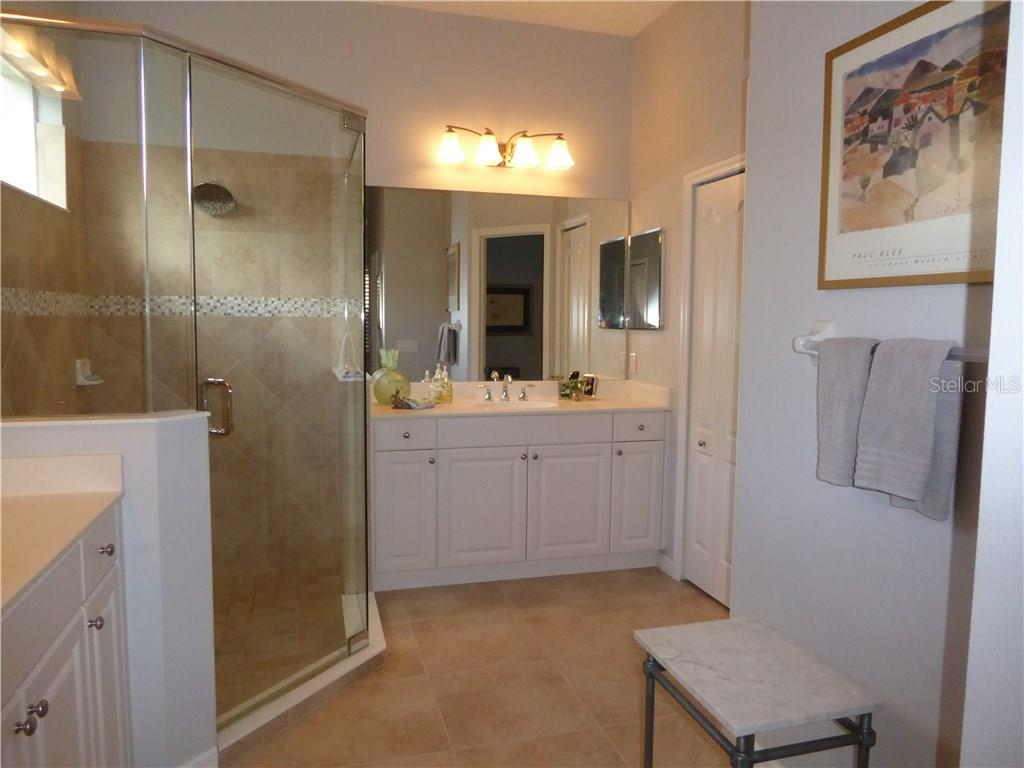 Master Bath - Single Family Home for sale at 12209 Thornhill Ct, Lakewood Ranch, FL 34202 - MLS Number is A4148902