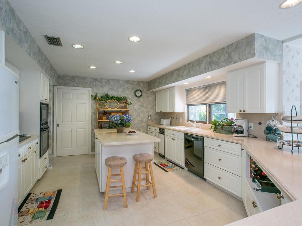 Kitchen - Single Family Home for sale at 1272 Riegels Landing Dr, Sarasota, FL 34242 - MLS Number is A4160033
