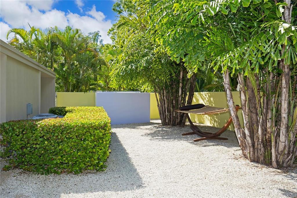 175 Morningside Dr, Sarasota, FL 34236 - photo 15 of 25