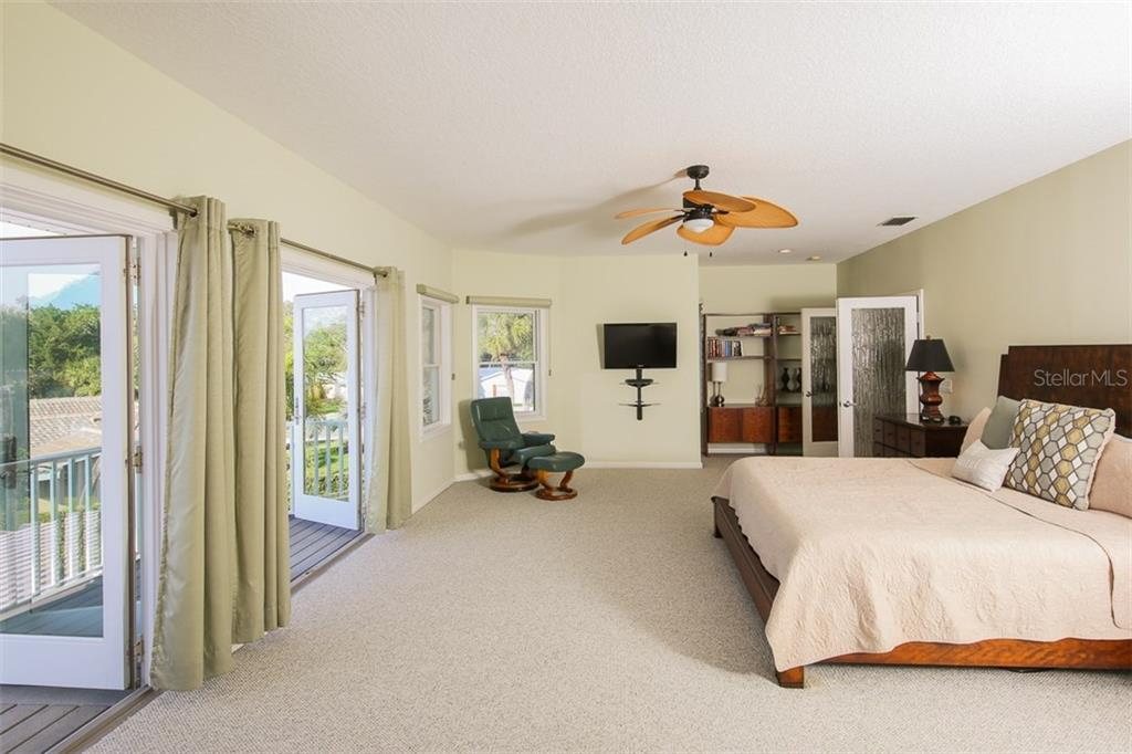 Single Family Home for sale at 827 Paradise Way, Sarasota, FL 34242 - MLS Number is A4167744