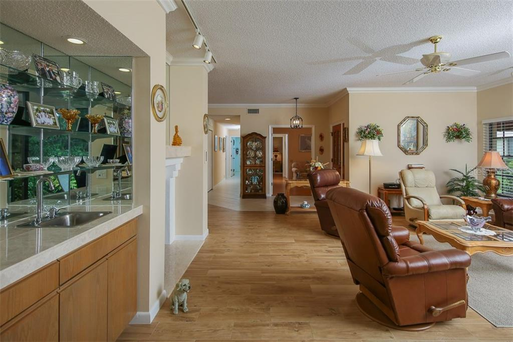 Living room and wet bar - Condo for sale at 7631 Fairway Woods Dr #601, Sarasota, FL 34238 - MLS Number is A4168292