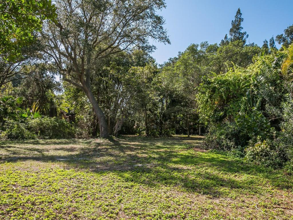 A full 1 acre lot on Heron Lagoon - Vacant Land for sale at 7809 Sanderling Rd, Sarasota, FL 34242 - MLS Number is A4170044