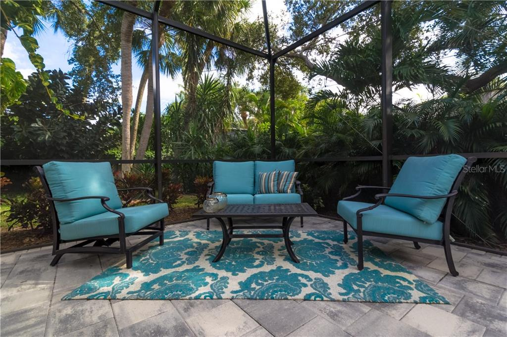 Single Family Home for sale at 1002 Glebe Ln, Sarasota, FL 34242 - MLS Number is A4182082