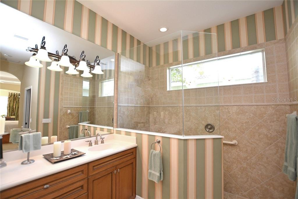 Master Bath - Single Family Home for sale at 12330 Thornhill Ct, Lakewood Ranch, FL 34202 - MLS Number is A4183351