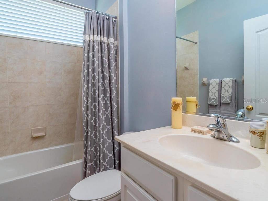 2nd bathroom - Single Family Home for sale at 4294 Reflections Pkwy, Sarasota, FL 34233 - MLS Number is A4185695