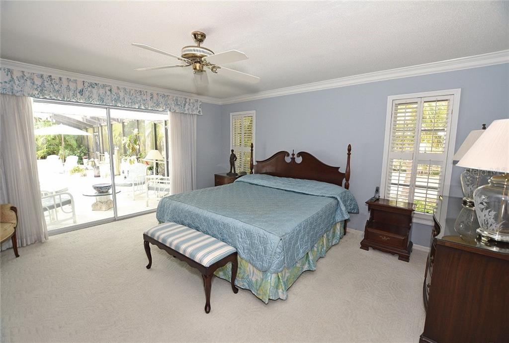 Pretty Master Bedroom with wonderful natural light and easy access to the lanai. - Single Family Home for sale at 1157 Wyeth Dr, Nokomis, FL 34275 - MLS Number is A4185839