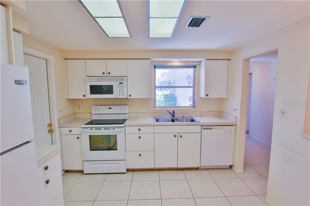 Kitchen 2 - Villa for sale at 2312 Terry Ln, Sarasota, FL 34231 - MLS Number is A4186271