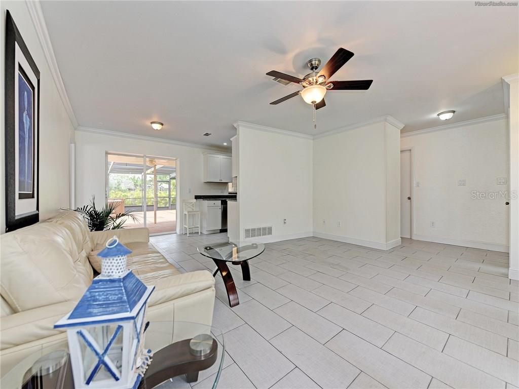 CLEAN LINES, LIVING ROOM - Single Family Home for sale at 916 W Shannon Ct, Venice, FL 34293 - MLS Number is A4187148