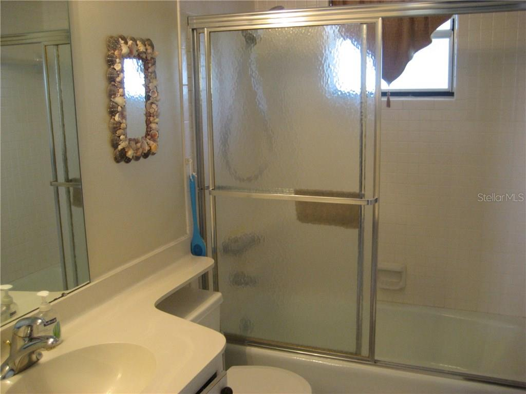 Even the second bath is bright with sunshine - Condo for sale at 3820 Ironwood Ln #606i, Bradenton, FL 34209 - MLS Number is A4187664