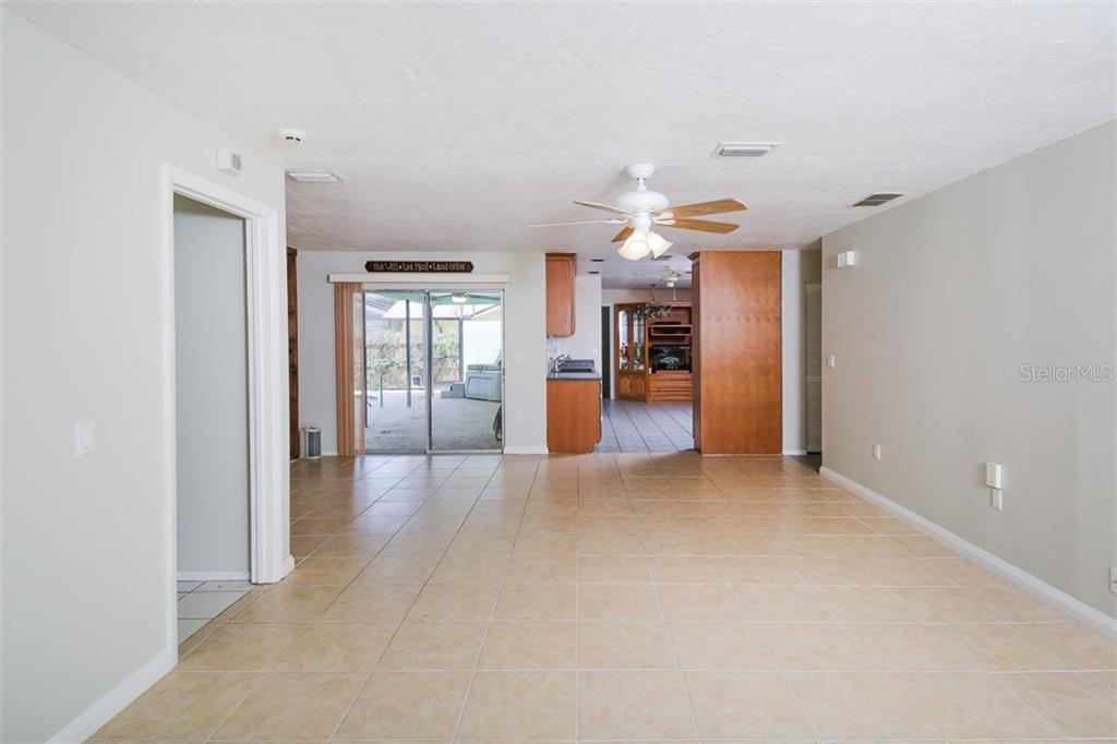 Single Family Home for sale at 3809 Gatewood Dr, Sarasota, FL 34232 - MLS Number is A4189986