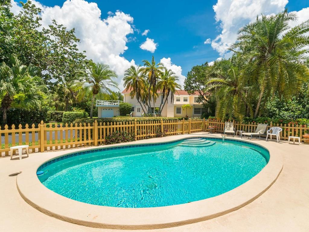 Single Family Home for sale at 7665 Sanderling Rd, Sarasota, FL 34242 - MLS Number is A4190445