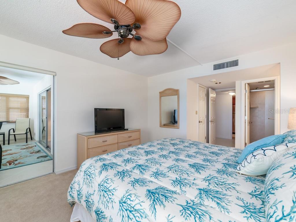 Master suite & enclosed lanai - Condo for sale at 1750 Benjamin Franklin Dr #5g, Sarasota, FL 34236 - MLS Number is A4192160