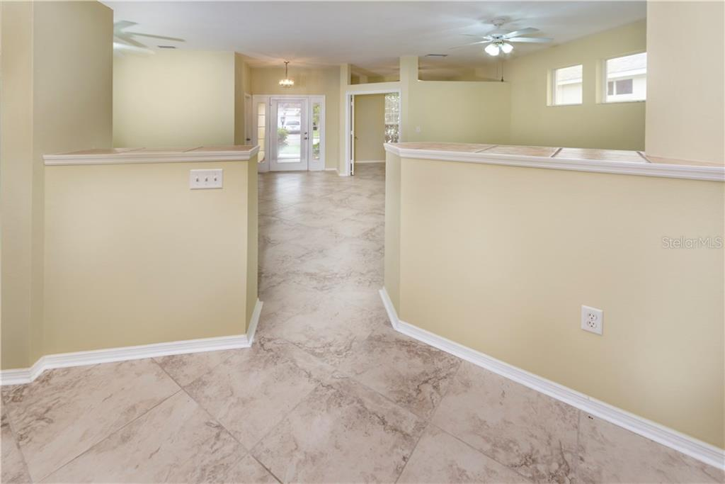 Single Family Home for sale at 810 Springwood Cir, Bradenton, FL 34212 - MLS Number is A4192775