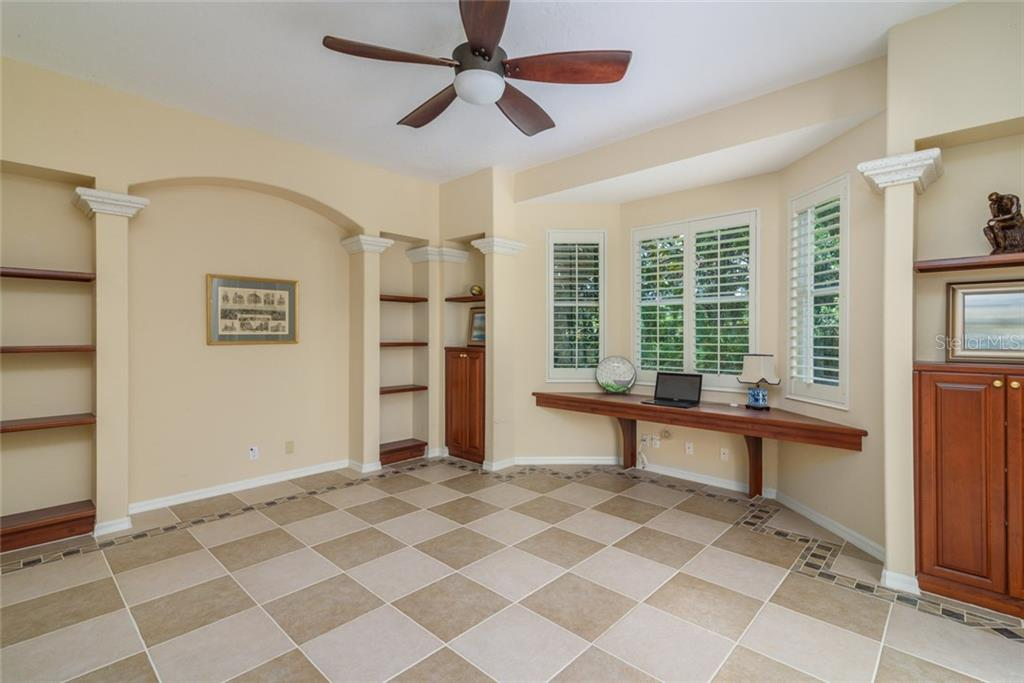 Single Family Home for sale at 8031 Collingwood Ct, University Park, FL 34201 - MLS Number is A4192993