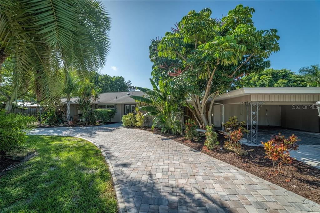 Single Family Home for sale at 2714 Valencia Dr, Sarasota, FL 34239 - MLS Number is A4195927