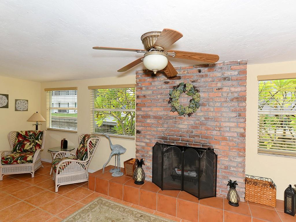 Kitchen - Single Family Home for sale at 726 Jungle Queen Way, Longboat Key, FL 34228 - MLS Number is A4196293