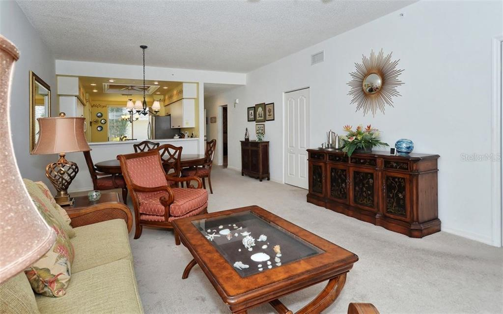 Living area has a large pass-thru area to the kitchen. - Condo for sale at 9570 High Gate Dr #1712, Sarasota, FL 34238 - MLS Number is A4196327