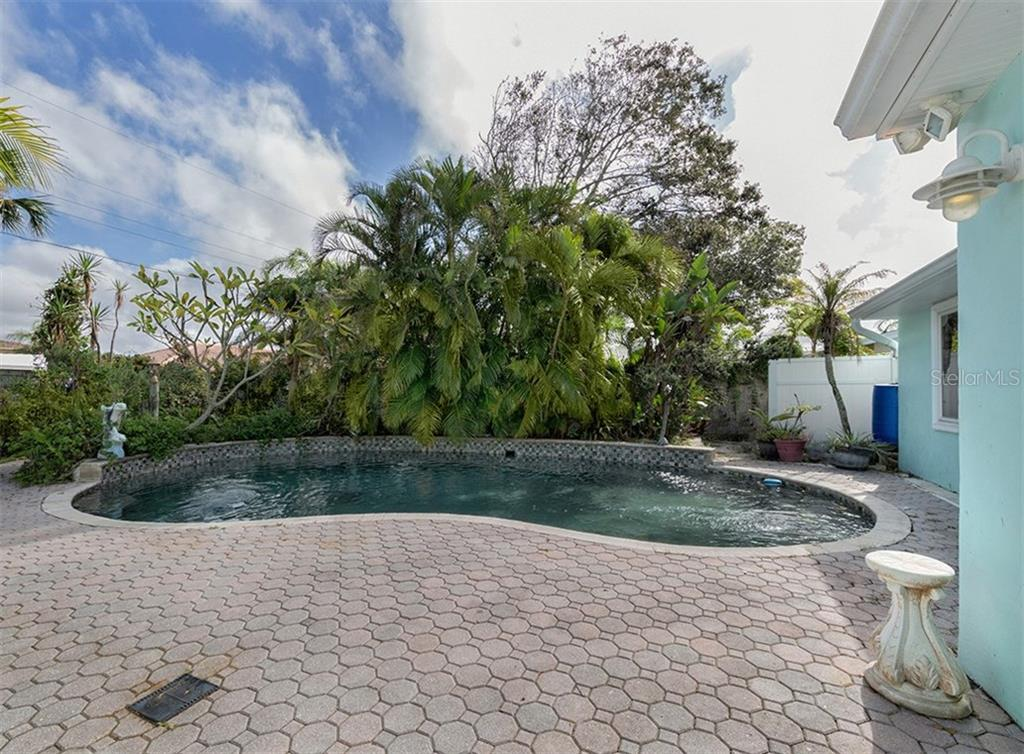Pool - Single Family Home for sale at 416 Mahon Dr, Venice, FL 34285 - MLS Number is A4196787