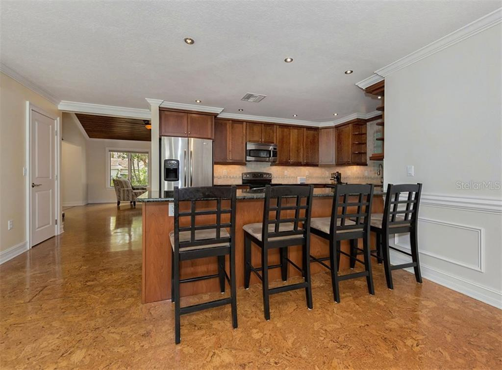 Breakfast bar - Single Family Home for sale at 416 Mahon Dr, Venice, FL 34285 - MLS Number is A4196787