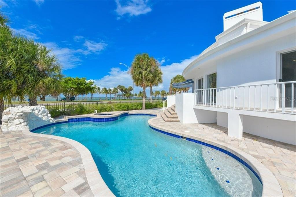 Single Family Home for sale at 105 Seagull Ln, Sarasota, FL 34236 - MLS Number is A4197600
