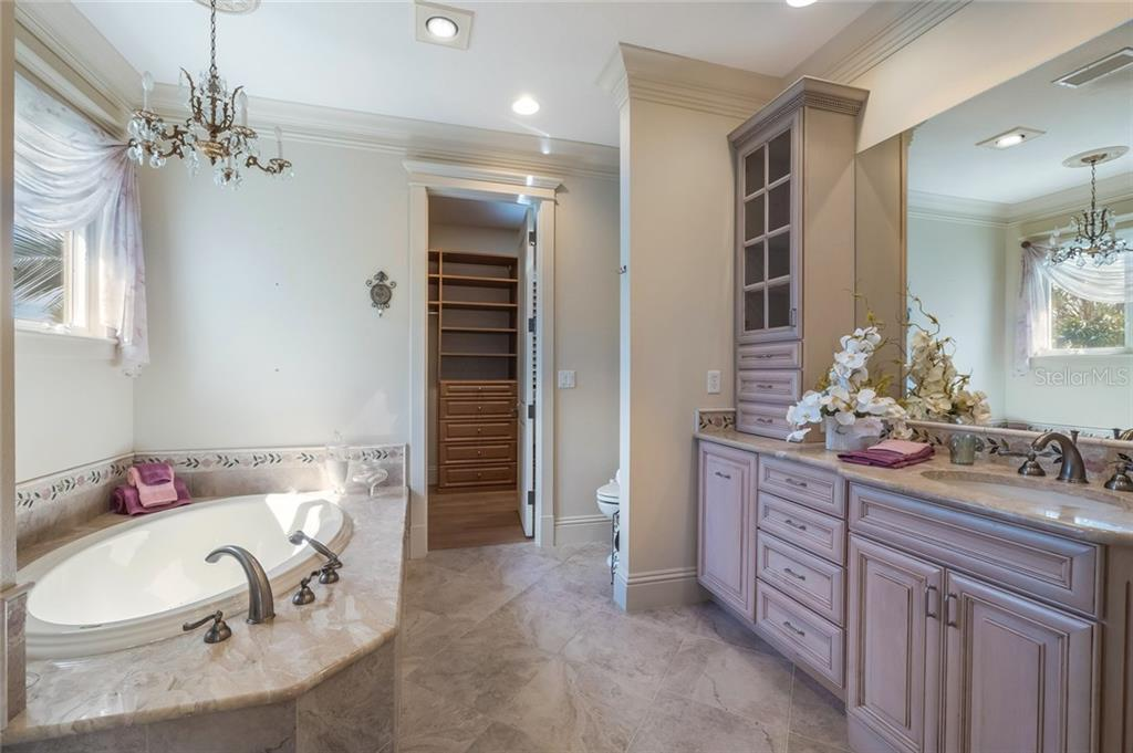 His Master Bath - Single Family Home for sale at 420 N Casey Key Rd, Osprey, FL 34229 - MLS Number is A4198418