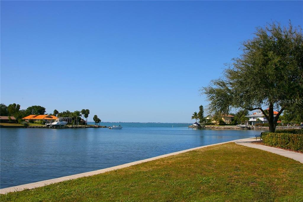 Single Family Home for sale at 4035 Bay Shore Rd, Sarasota, FL 34234 - MLS Number is A4199264