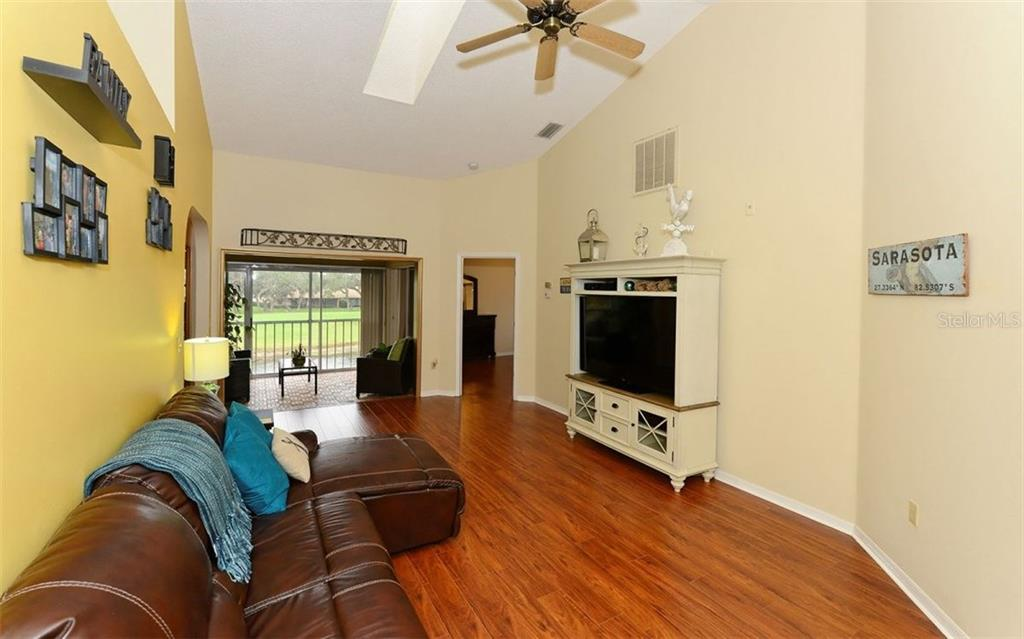 Condo for sale at 5564 Golf Pointe Dr #5564, Sarasota, FL 34243 - MLS Number is A4201687