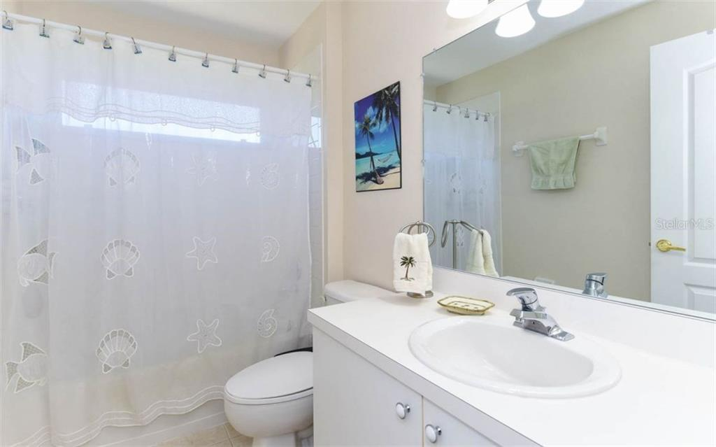 Spacious Guest Bath - Condo for sale at 5280 Hyland Hills Ave #1814, Sarasota, FL 34241 - MLS Number is A4202373