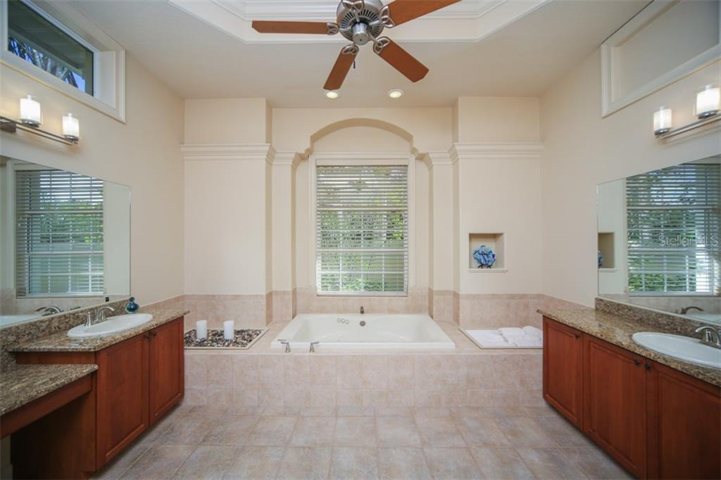 Single Family Home for sale at 7041 Portmarnock Pl, Lakewood Ranch, FL 34202 - MLS Number is A4203286