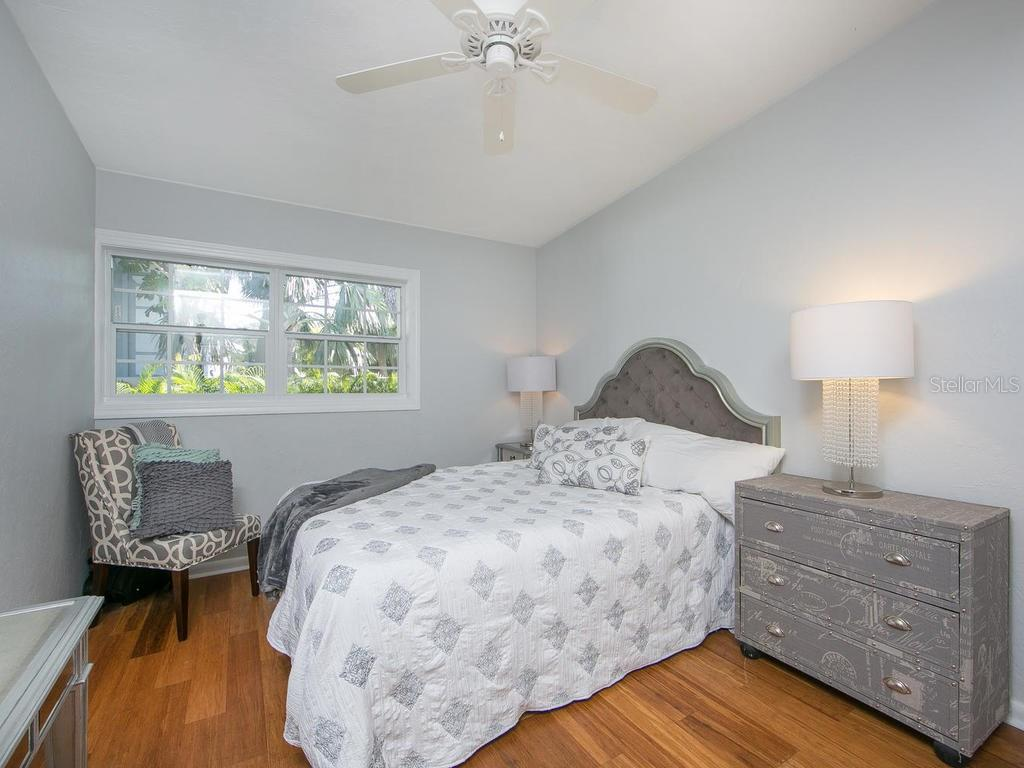 Bedroom 3 - Single Family Home for sale at 8101 Midnight Pass Rd, Sarasota, FL 34242 - MLS Number is A4206718