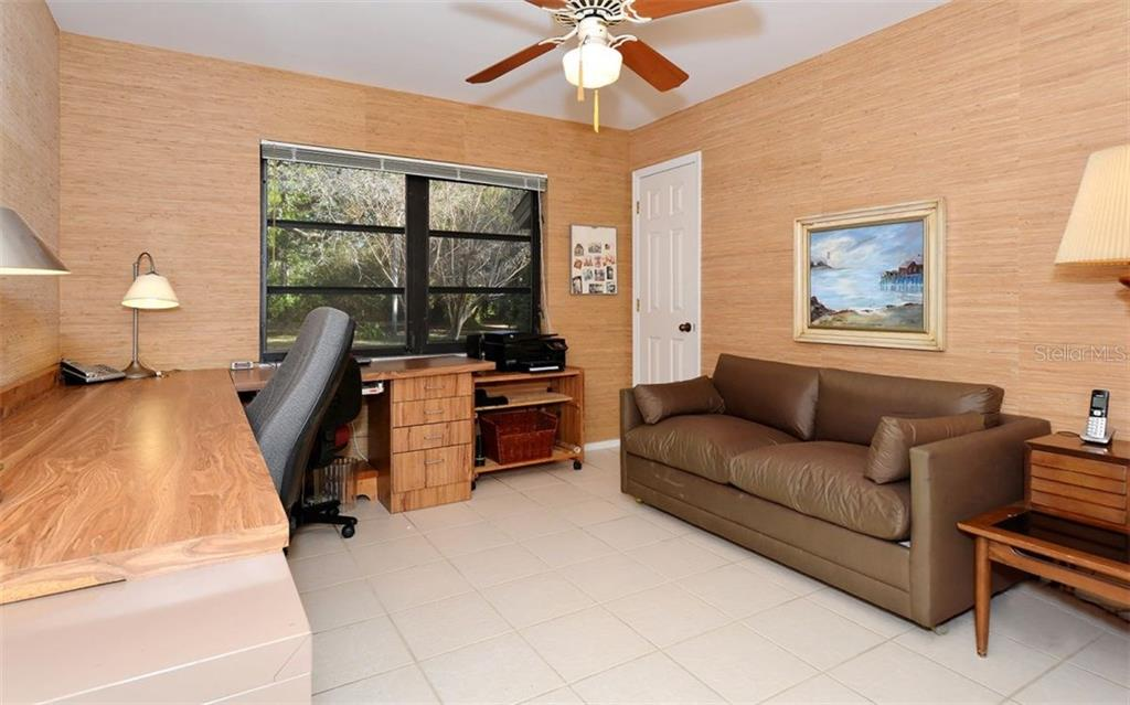 Single Family Home for sale at 925 Dartmoor Cir, Nokomis, FL 34275 - MLS Number is A4207115