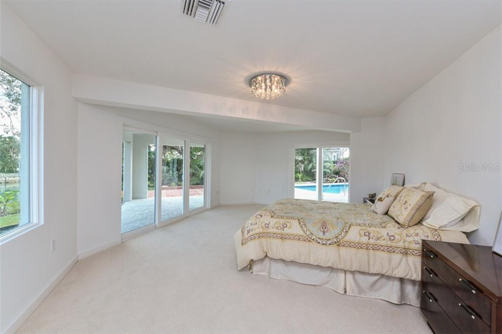 Master suite - Single Family Home for sale at 460 Pheasant Dr, Sarasota, FL 34236 - MLS Number is A4208025