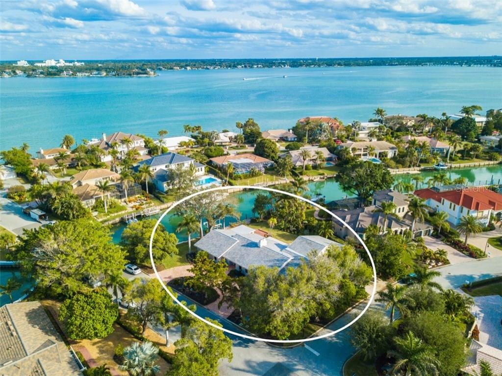 Aerial view - Single Family Home for sale at 460 Pheasant Dr, Sarasota, FL 34236 - MLS Number is A4208025