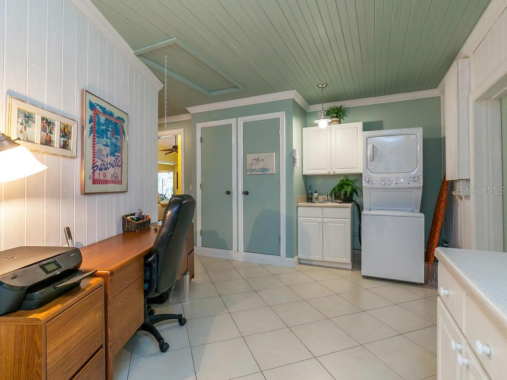 Den/office - Single Family Home for sale at 411 Lyons Bay Rd, Nokomis, FL 34275 - MLS Number is A4209146