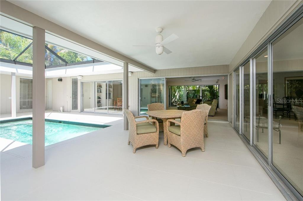 Single Family Home for sale at 1177 Center Pl, Sarasota, FL 34236 - MLS Number is A4209310